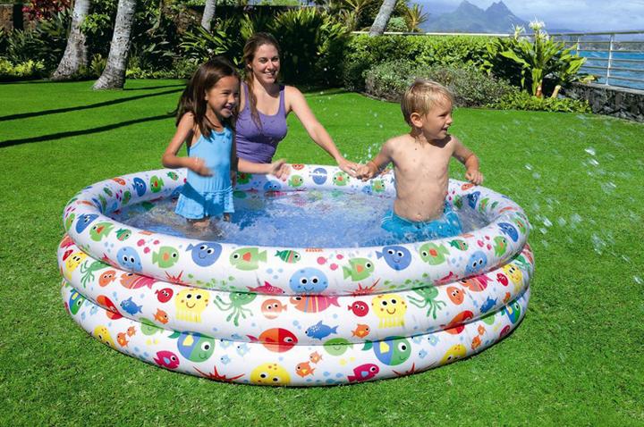 彩色家庭戏水池模拟沙滩围栏